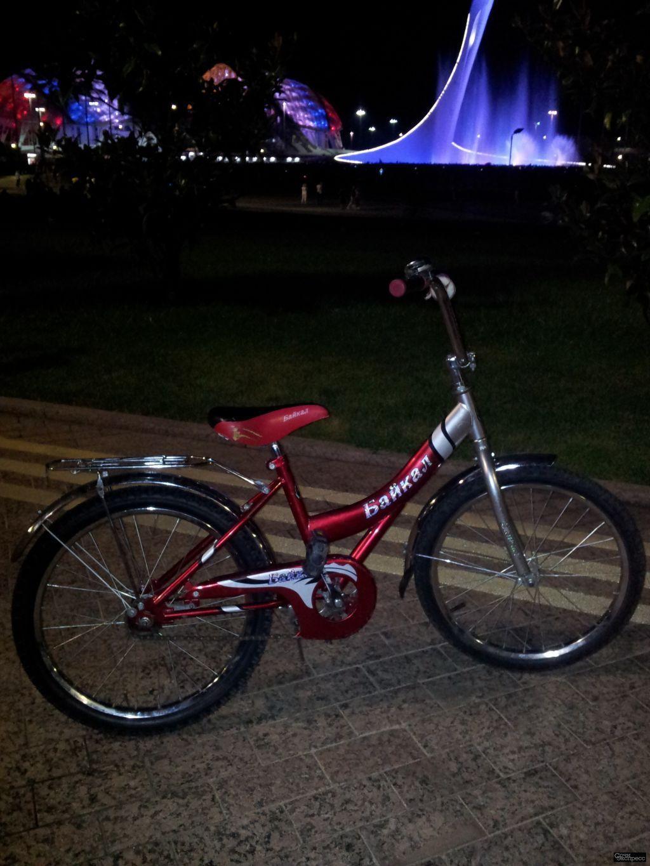 Велосипед подростковый размер колес 20, от 7лет-11 лет., выдерживает вес до 70 кг., почти не катался