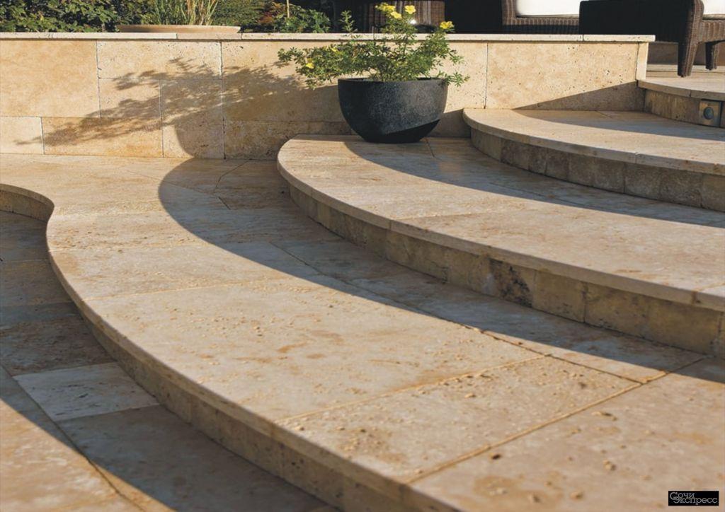 Ступени и лестница уличная из натурального камня травертина