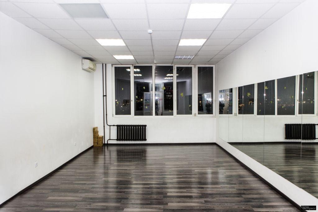 Зал для занятий танцами, йогой, фитнесом, семинары и мастер классы. Почасовая аренда зала - открыты