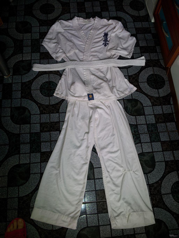 Кимоно для каратэ или дзюдо. размер на 7-9 лет. Комплект, кофта дл 65см., штаны дл.80 и пояс. Отдаю