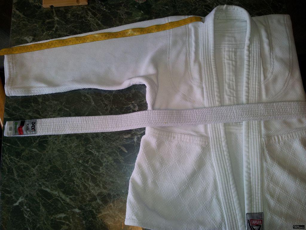 Кимоно  для дзюдо. размер 98-118 см. на 6-8 лет. Кофта с поясом очень плотный хлопок.дл.60см. Ц. 500