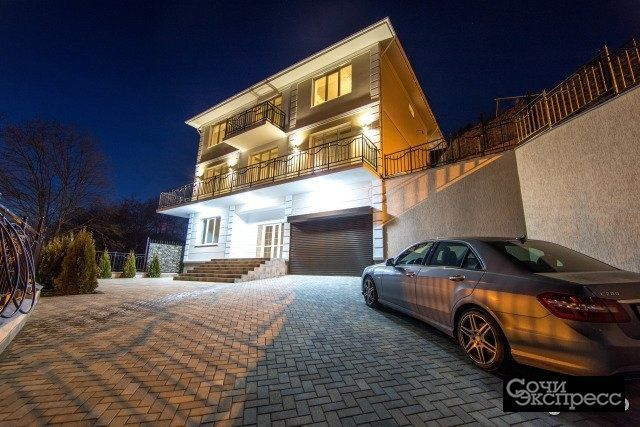 Дом 450 м² на участке 8 сот.