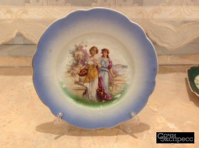 Антикварная фарфоровая тарелка
