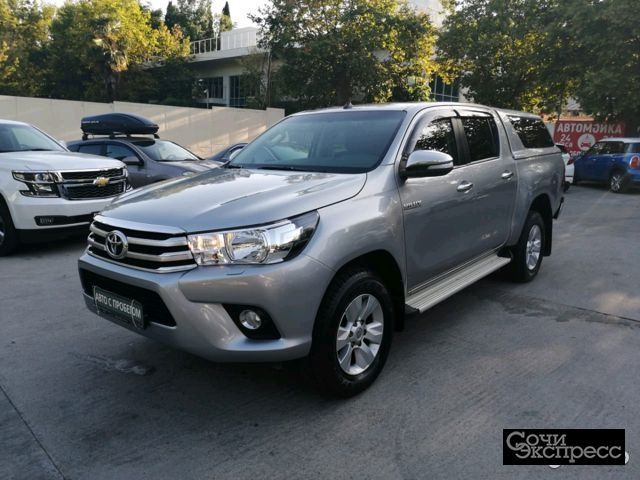Toyota Hilux 2.8 AT, 2015, пикап