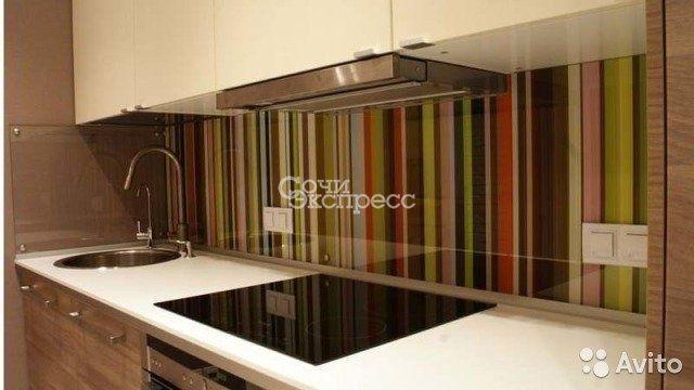Для кухонного гарнитура стеклянный фартук